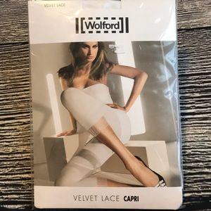 Wolford Velvet lace capri medium